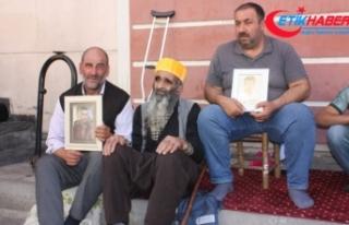 HDP önünde eylem yapan ailelere 85'lik deden destek...