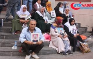 HDP önünde eylem yapan ailelerin sayısı 37'ye...