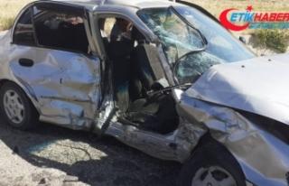 Kırıkkale'de iki otomobil çarpıştı: 1 ölü,...