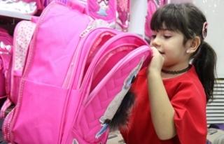 Okul çantalarının ağır olması kronikleşen rahatsızlıklara...