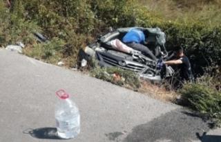 Otomobil traktöre arkadan çarptı; 3 yaralı