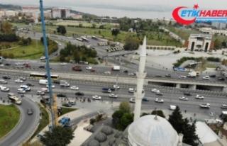 5.8'lik depremde yıkılan minarenin ikizi sökülmeye...