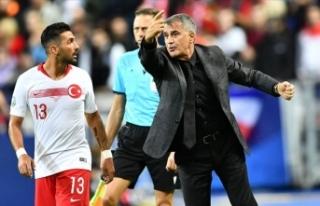 A Milli Futbol Takımı Teknik Direktörü Güneş:...