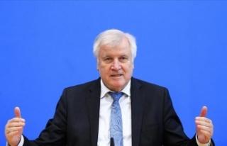 Almanya İçişleri Bakanı Seehofer: Almanya'da...