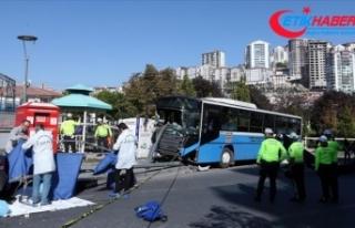 Ankara'da duraktaki yayalara çarpan özel halk...