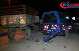 Askeri araç ile otomobil çarpıştı: 4'ü asker...