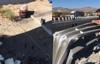 Başkent'te tır köprüden uçtu: 2 yaralı