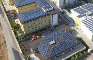 Çatılarda 10 yılda 10 bin megavatlık kurulum bekleniyor