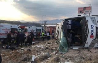 Kayseri'de işçi servis midibüsü devrildi:...