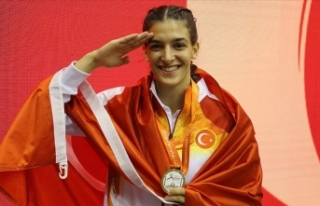 Milli sporcu Ece Çakır: Türk'ün gücünü...