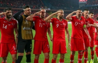 Milli sporculardan Mehmetçik'e moral