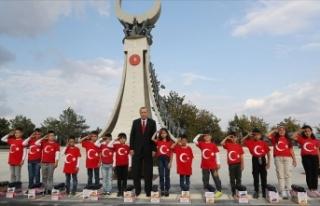 Öğrenciler Cumhurbaşkanı Erdoğan'ı asker...