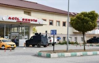 Teröristlerin roketli saldırısında yaralanan asker...