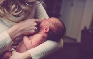 Aile hekimlerinden yeni doğum yapan annelere emzirme...