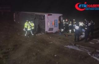 Aksaray'da yolcu otobüsü devrildi: 1 ölü,...