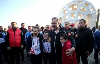 Bakan Kasapoğlu ve milli sporcular 15 Temmuz Şehitler...