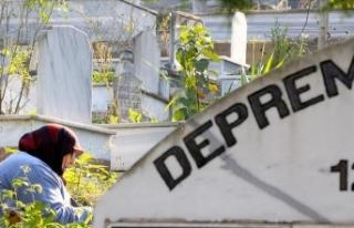 Düzce'deki depremde hayatını kaybedenler mezarları...