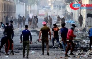 Irak'ın Necef kentinde göstericiler İran Başkonsolosluğunu...