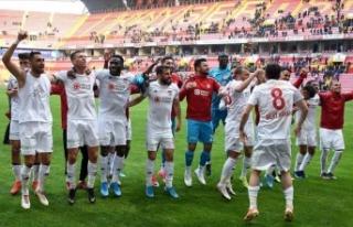 Lider Sivasspor Kayseri deplasmanında farklı kazandı