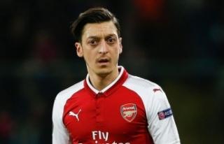 Mesut Özil, Arsenal'ın Avrupa kadrosunda yer...