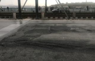 Galata Köprüsü'ndeki çukurlar sürücülere...
