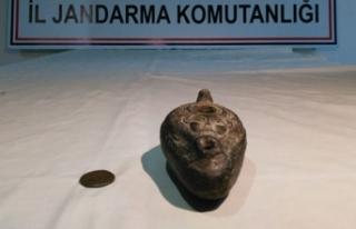 İzmir'de tarihi eserleri satmak isterken suçüstü...
