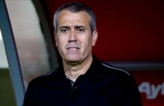 Kasımpaşa'da teknik direktör Kemal Özdeş...