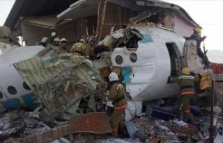 Kazakistan'da yolcu uçağı düştü: 15 ölü,...