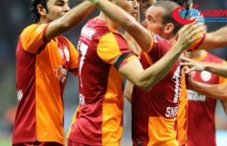Wesley Sneijder, jübilesine Selçuk İnan ve Burak...
