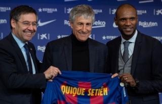 Barcelona yeni teknik direktörü Quique Setien'i...