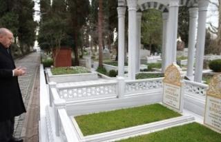 Cumhurbaşkanı Erdoğan anne ve babasının mezarlarını...