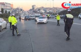 İstanbul'da çakarlı araç ve emniyet şeridi...