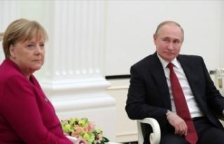 Putin ve Merkel Libya krizini görüştü