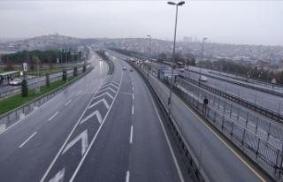 Yılın ilk günü İstanbul'da yollar boş kaldı