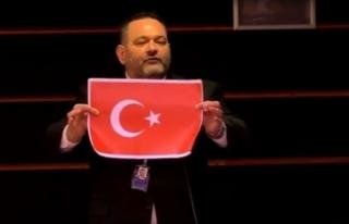 AP, ırkçı Yunan milletvekiline 4 gün parlamento...