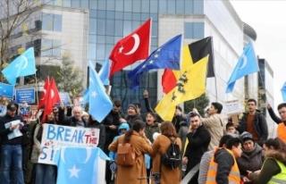 Brüksel'de Uygur Türkleri, Çin'i protesto...