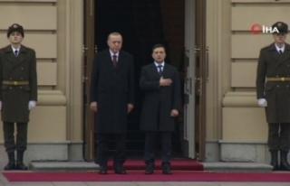 Cumhurbaşkanı Erdoğan, Kiev'de resmi törenle...