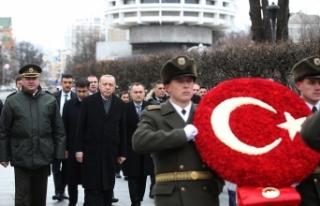 Cumhurbaşkanı Erdoğan, Ukrayna'da Meçhul Asker...