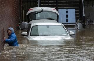 İngiltere'de Dennis Fırtınası 3 kişinin...