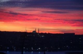 İstanbul'da gün batımı kartpostallık görüntü...