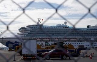 Japonya'da karantina altındaki gemide 44 kişide...