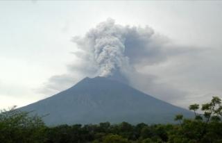 Japonya'da Şindake Yanardağı'nda patlama