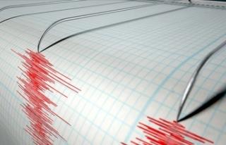 Endonezya'da 7,3 büyüklüğünde deprem meydana...
