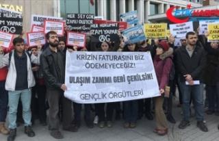 Öğrenciler İBB önünde ulaşım zammını protesto...