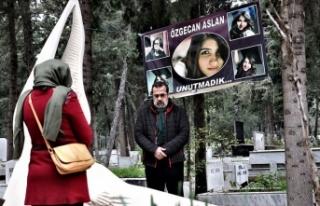 Özgecan Aslan ölümünün 5. yılında mezarı başında...