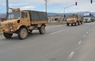 Sınır birliklerine askeri sevkiyat sürüyor