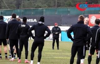 Beşiktaş'ta teknik ekip ve futbolculara koronavirüs...
