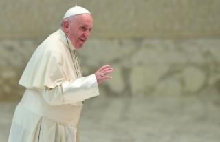 Papa ile aynı konutta kalan rahipte korona virüs...