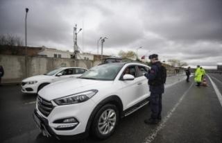 Trafik ekipleri, otobüsleri ve özel araçları denetledi