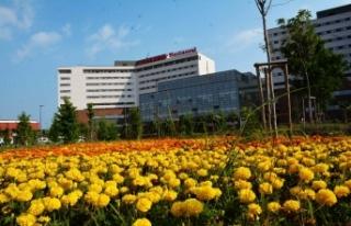 """Adana Şehir Hastanesinde korona hastalarına """"kan..."""